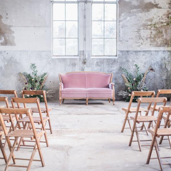 bruiloft styling huren stoelen banken the bridal blush