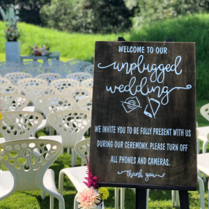 Unplugged Wedding hout